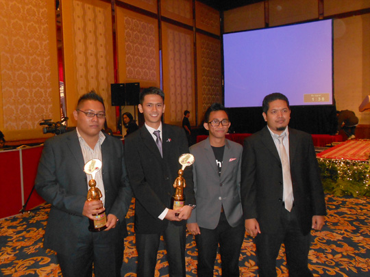 ariffshah upcoming blogger of the year Denaihati di Malam Anugerah Sosial Media 2012 #MSMW2012