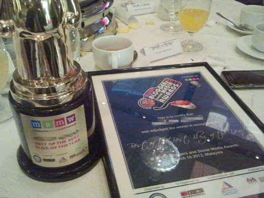 award denaihati best of the best blog of the year 20121 Denaihati di Malam Anugerah Sosial Media 2012 #MSMW2012