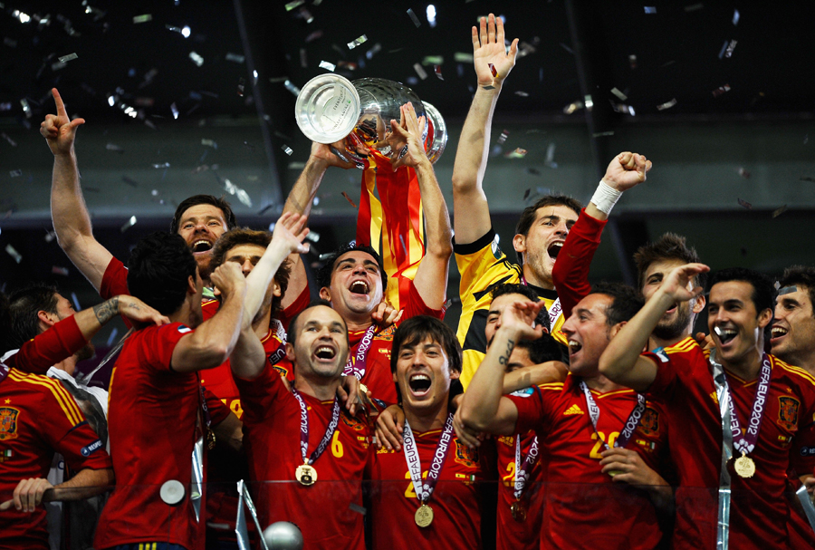 Spain winning EURO 2012 Sepanyol Juara Euro 2012