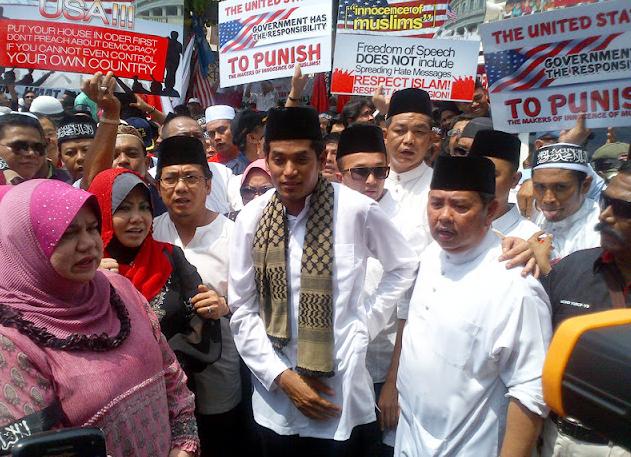 Screen Shot 2012 09 22 at 6.32.25 PM Bantahan Hina Nabi atau Kempen PRU13