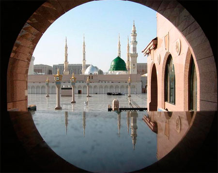 Di bawah kubah hijau Masjid Nabawi inilah Nabi Muhamad SAW disemadikan