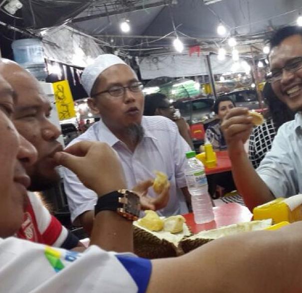 sedapnya makan durian musang king