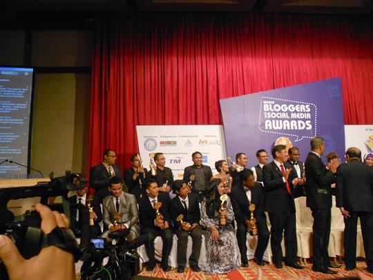 para pemenang anugerah sosial media 2012