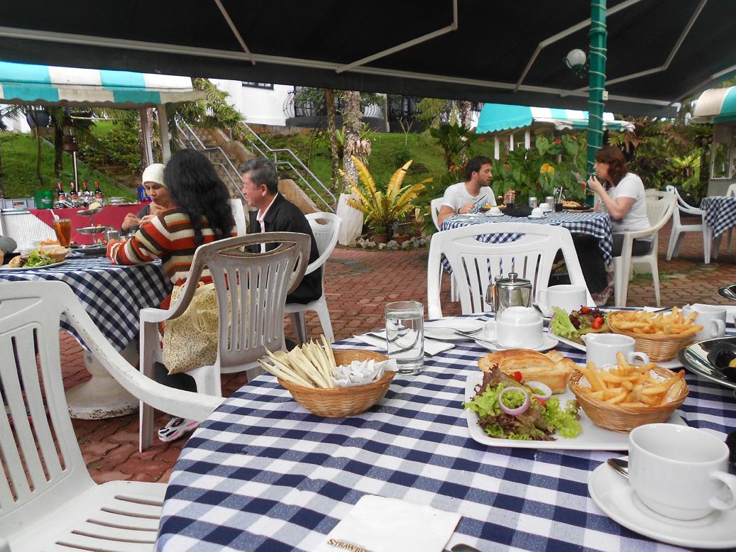 Minum petang di The Garden Terrace, Strawberry Park Resort