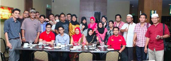 Majlis berbuka puasa bersama rakan blogger