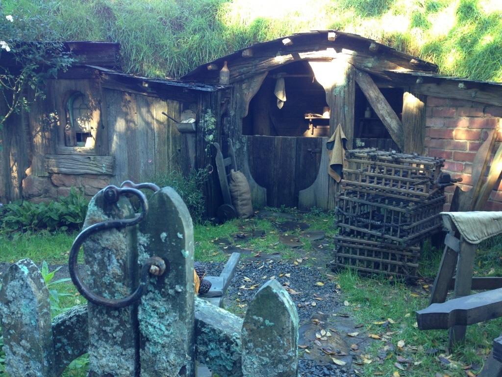 rumah hobbit sebenar di perkampungan shire