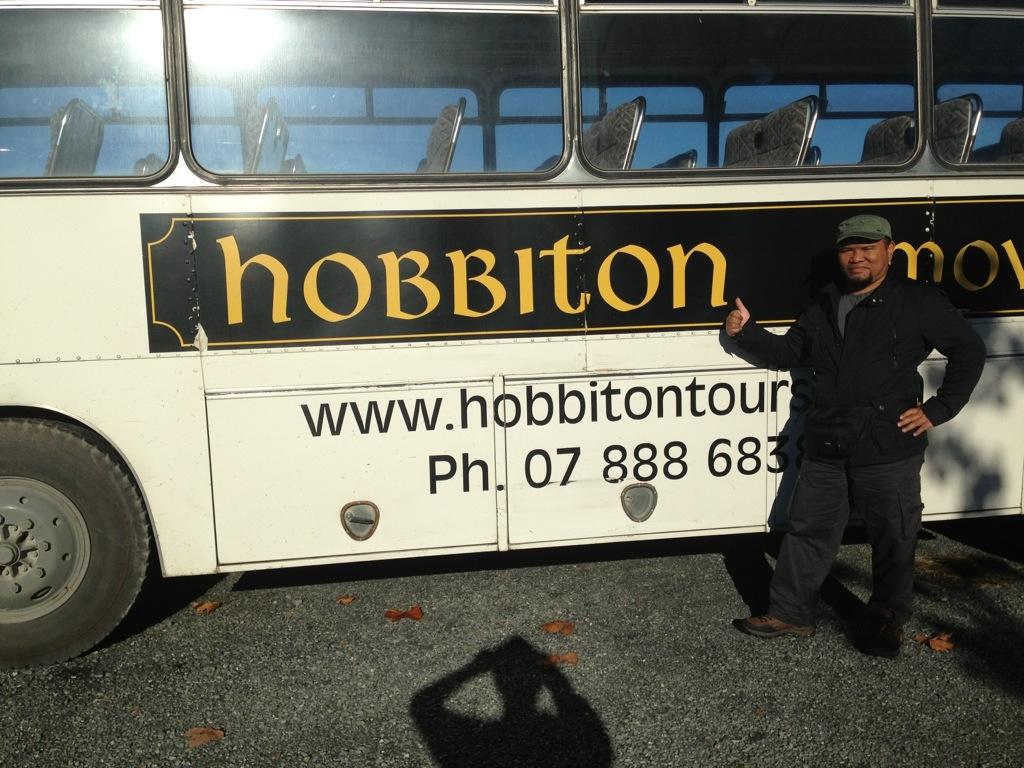 bas pelancongan di hobbiton