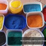 Beras atau bahan-bahan yang selamat dimakan digunakan untuk membuat hiasan kolem ranggoli