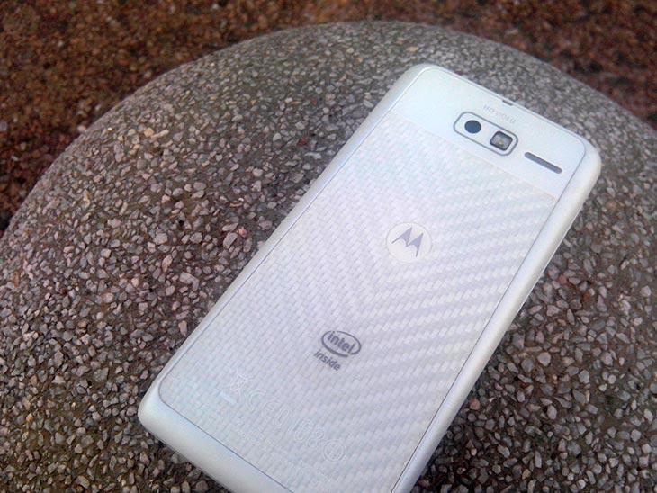 Motorola RAZR i XT890 dengan cipset Intel Atom