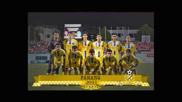 Barisan pemain pasukan pahang yang bersemangat untuk memenangi Piala Malaysia