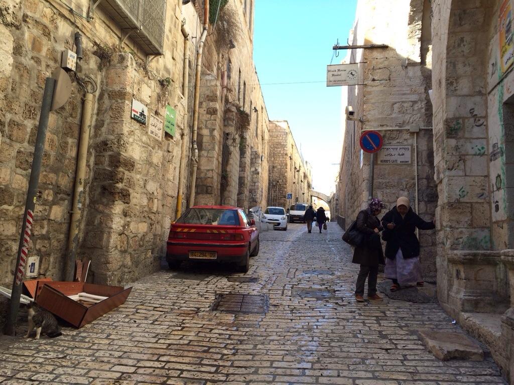 Laluan kereta di dalam kota baitulmuqadis