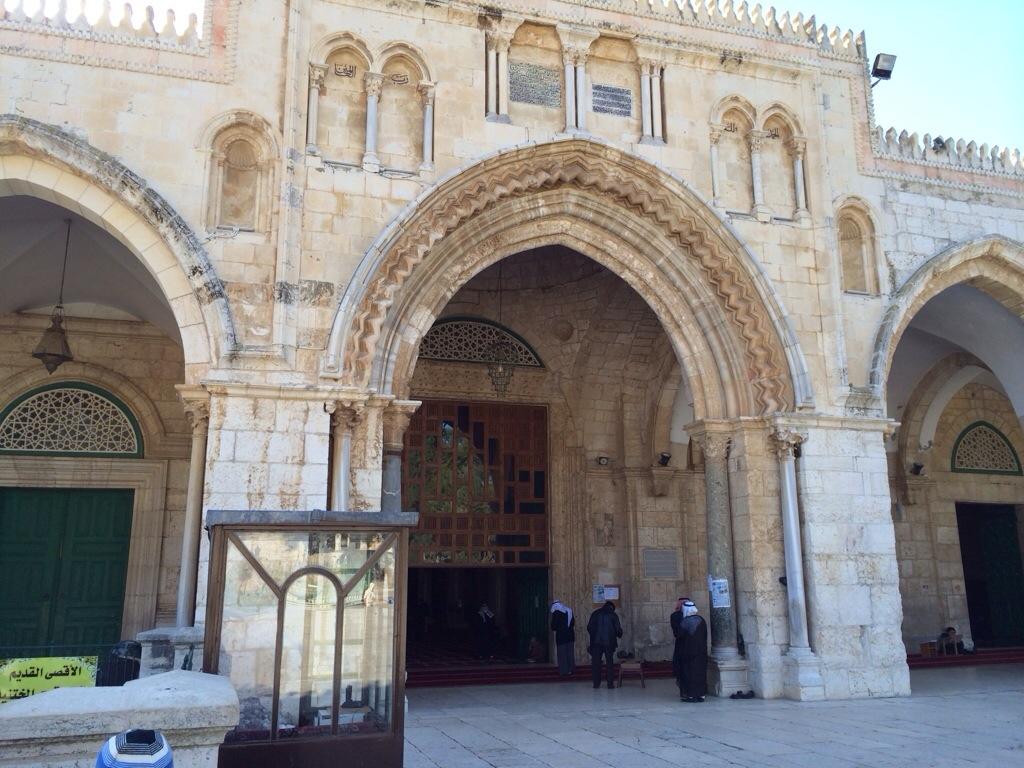 Pintu utama Masjid Al Aqsa