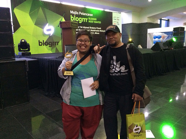 Denaihati bersama Rayyan Haries pemenang Best Food & Travel Blog di Blogrrr Awards 2013