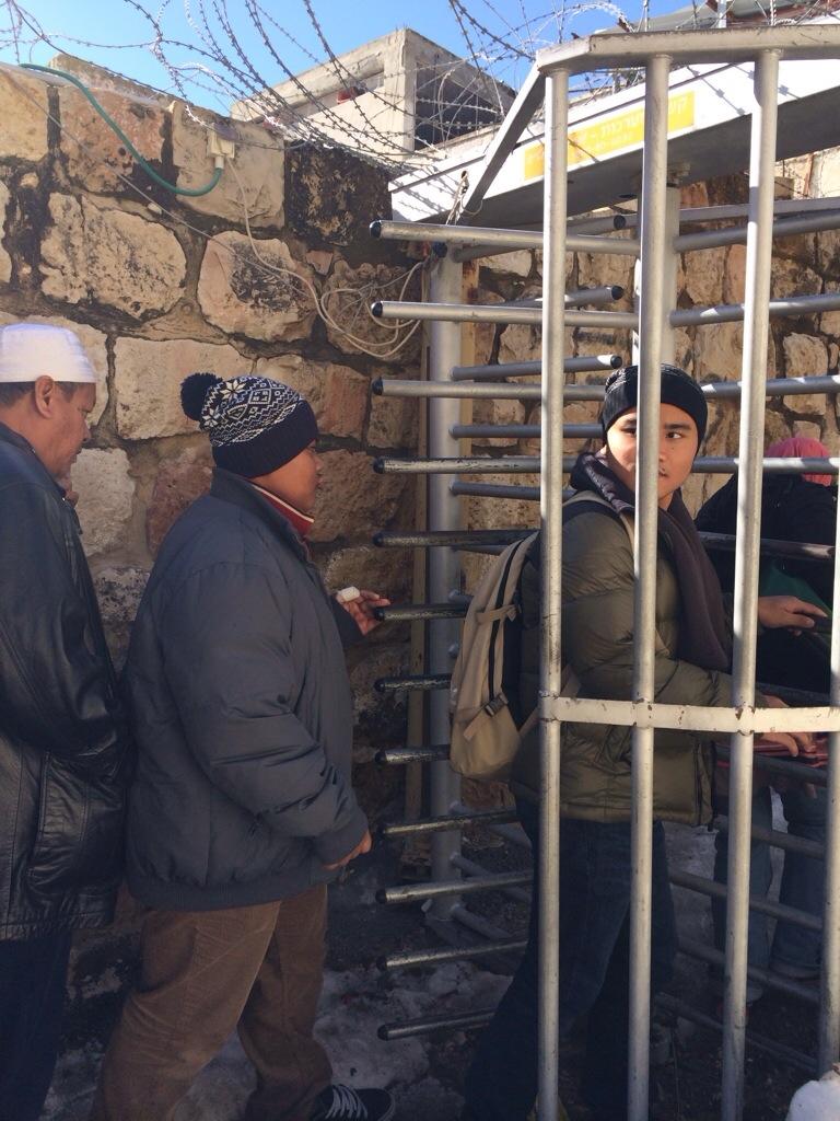 pintu pagar masjid nabi ibrahim a.s