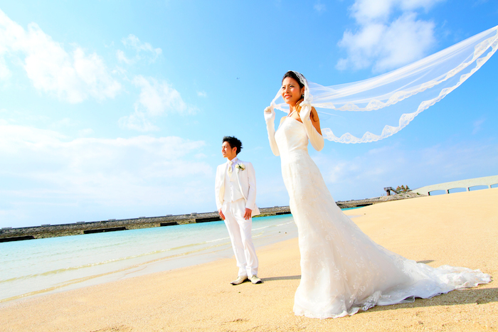 18.Wedding_Holding wedding in front of the blue ocean