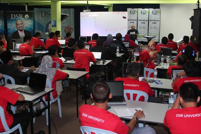 Suasana dalam salah satu seminar terdahulu DSR.
