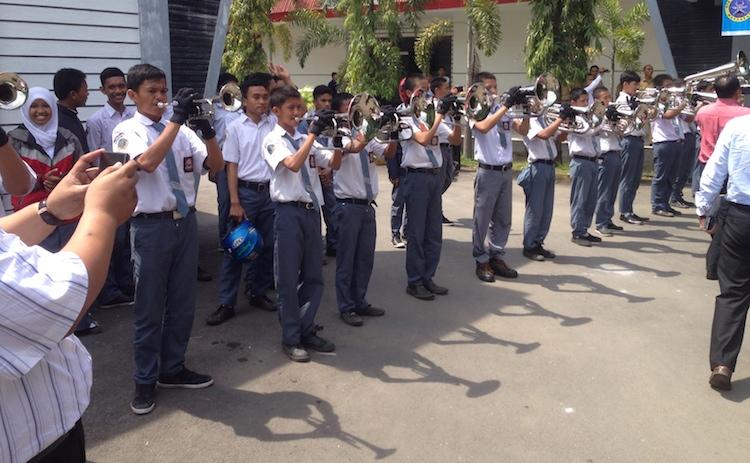 Persembahan brass band
