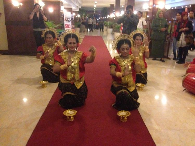 Persembahan Tarian Tradisional Makassar sebagai sambutan selamat datang