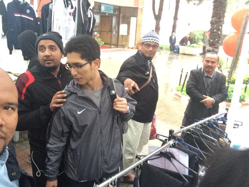Bershopping dengan Ziyad di bazar MTS Bursa