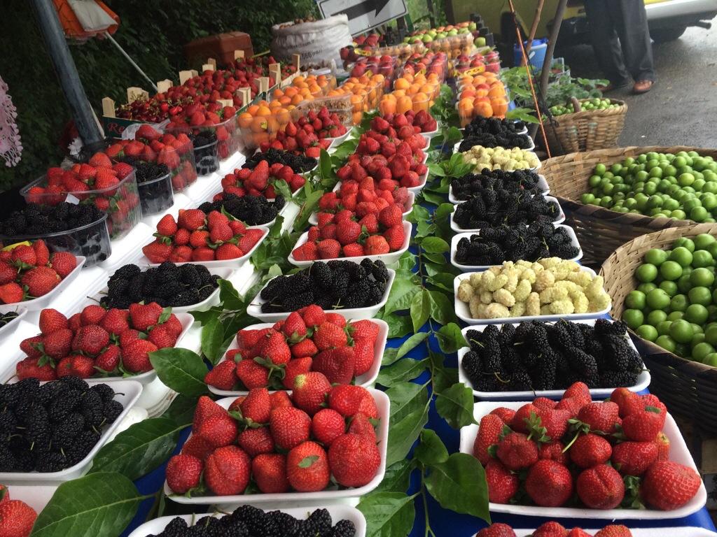 Memang sedap buah-buahan segar ini.