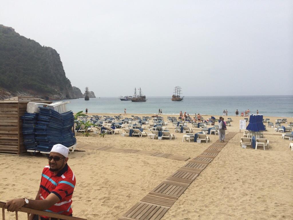 Pantai Alanya Turki yang cantik dan bersih menjadi tarikan pelancong