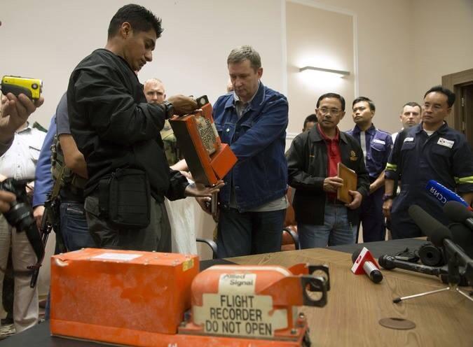 gambar kotak hitam MH17
