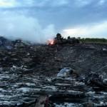 Boeing 777 MH17 hancur berkecai