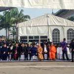 wakil berbagai agama menanti jenazah MH17