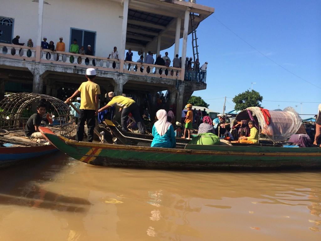 rumah atas air di kemboja