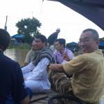 bersampan menuju ke kampung air kemboja