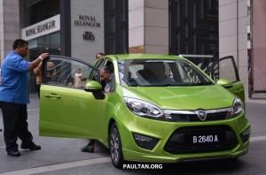 proton Iriz warna hijau