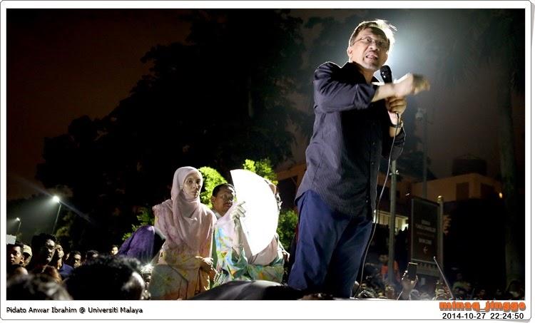 gambar Anwar Ibrahim berpidato di UM