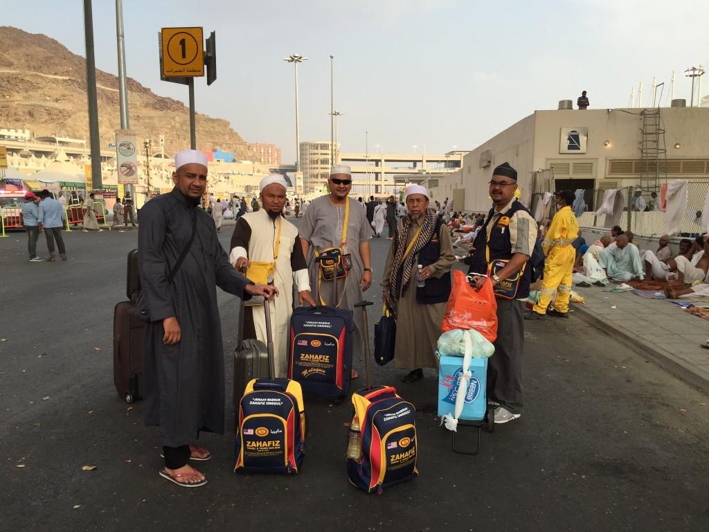 Jemaah Zahafiz berjalan menuju ke Mina