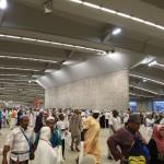 Jemaah Haji sedang melontar