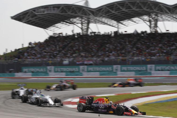 kereta formula 1 team redbull infiniti mengambil selekoh