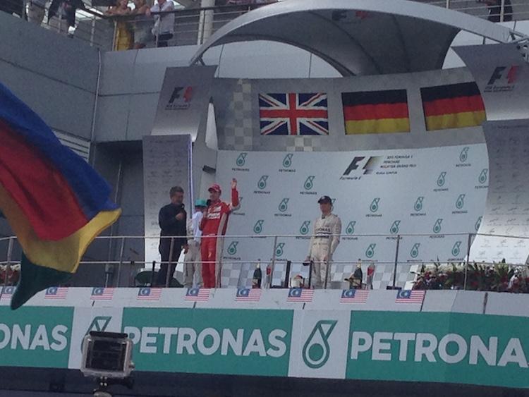 pemenang di podium