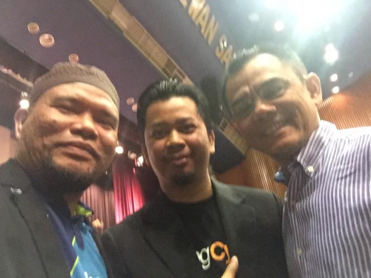 Bersama Tuan Azizi Ali, Pakar Hartanah dan Tuan Mohd Suhaimi, tuan punya Wangcyber