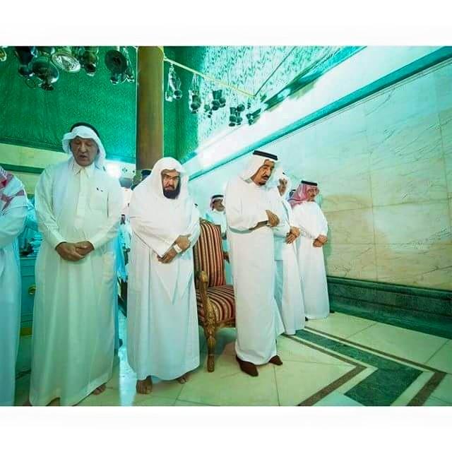 Raja Salman solat dalam kaabah