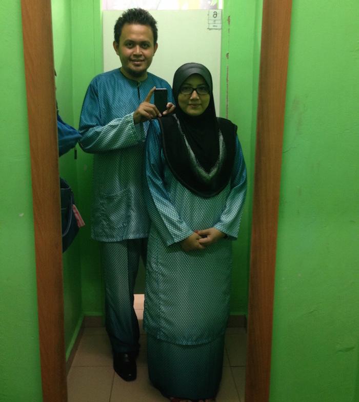 Eizil dan isteri sedondon dengan set pakaian Hari Hari
