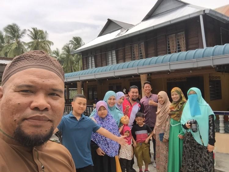 Beraya dengan rakan-rakan Projek 2015 di Sabak Bernam