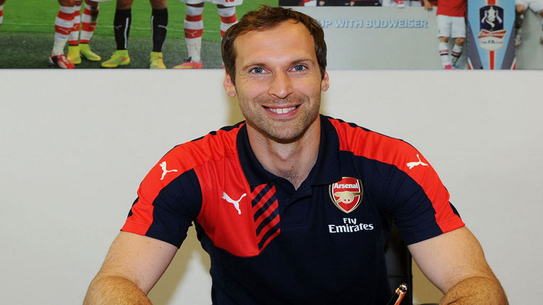 Arsenal beruntung dapat bawa Petr Cech dari Chelsea