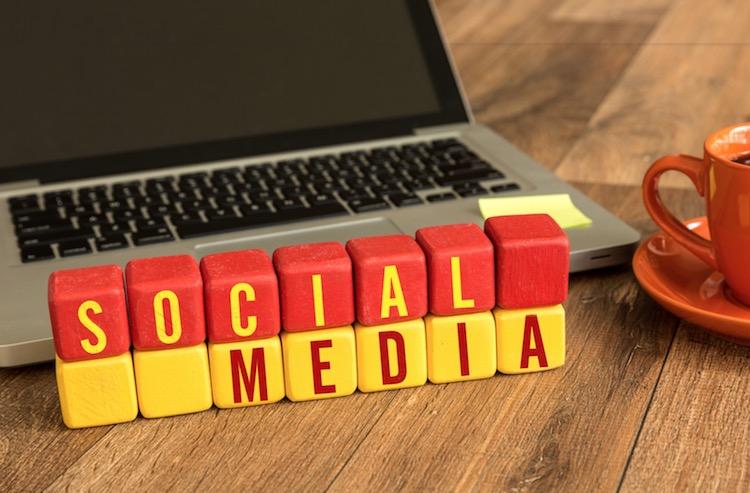 Pemasaran menggunakan platform sosial media