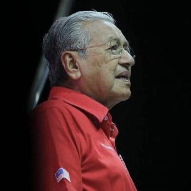 Agong Lantik Tun Dr Mahathir Sebagai Perdana Menteri Interim